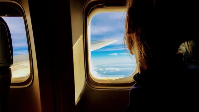 چرا ما در هواپیما گریه می کنیم؟
